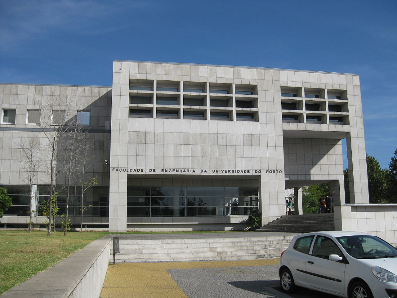 Main entrance of the Faculty of Engineering, University of Porto
